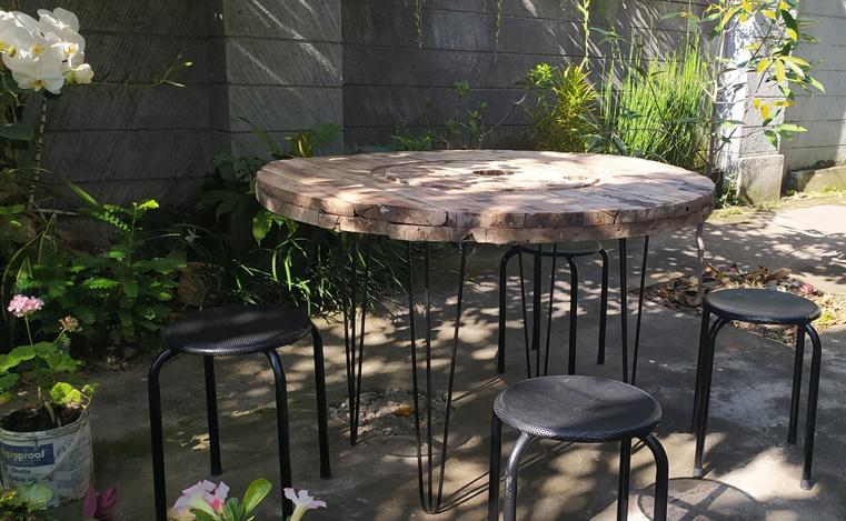 Membuat Meja dari Kayu Bekas Gulungan Kabel